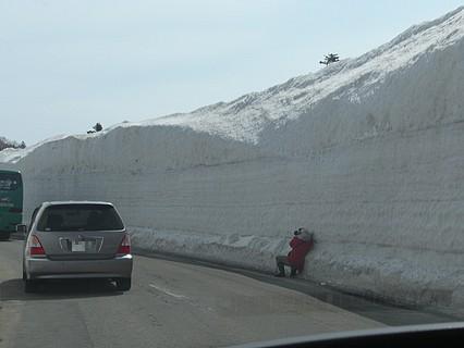 春の八甲田 雪の回廊-4