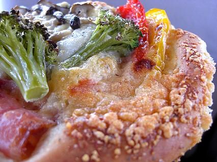 Backerei Bandebrot(ベッカライ・バンデブロート) アンチョビと野菜のフォカッチャ 表面