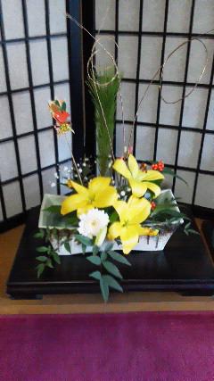 店玄関正月花