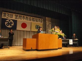 福祉作文を発表する東中学校3年 割貝あさみさん