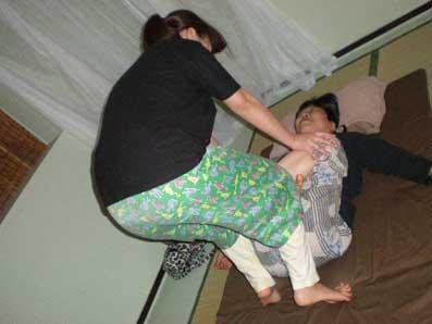 膝押しマッサージ