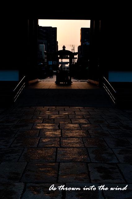 四天王寺 西大門の夕日