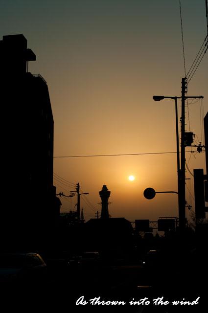 夕日に映える通天閣