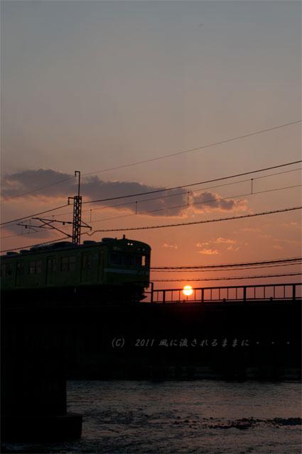 宇治 夕日と電車