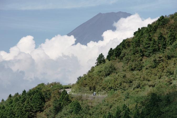 DSC06012富士と峠道