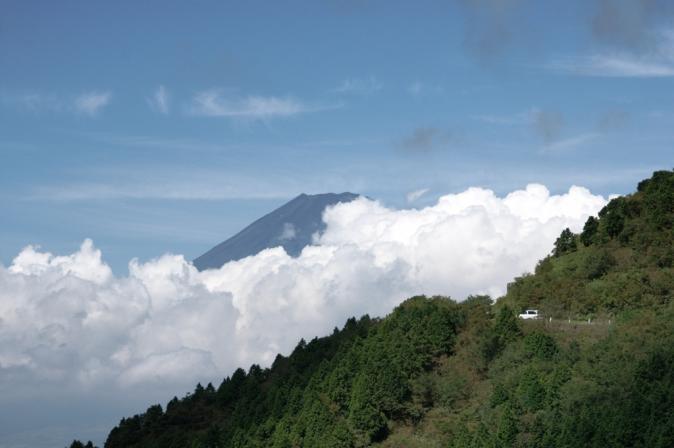 DSC05873富士と峠道