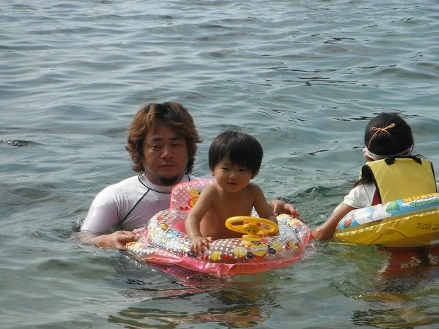 家族で地元の海へ