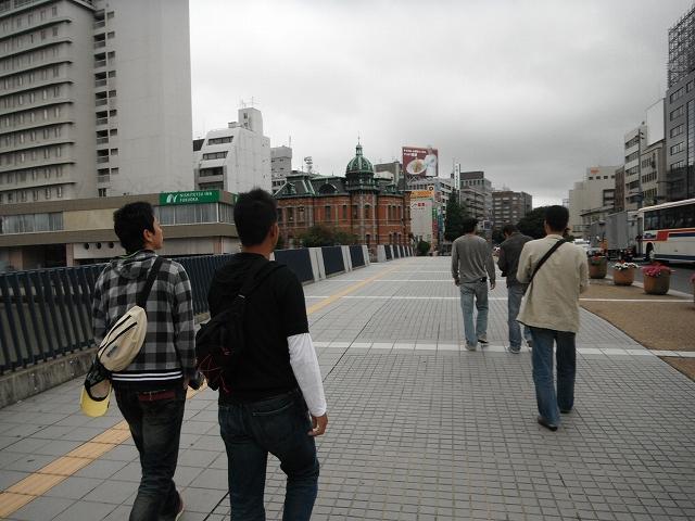朝、駅まで徒歩