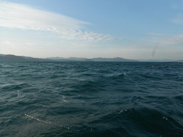 かなりの風と波