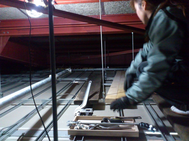 天井裏の作業