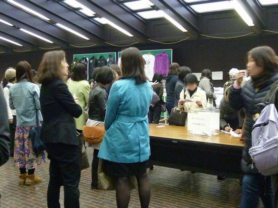 神戸ライフ:2012.4.10 休憩中ロビー