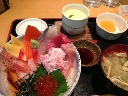 神戸ライフ:近江市場 海鮮丼