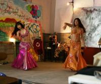 3番目のパフォーマンスはベリーダンス!インストラクターの先生2人の素晴らしくきれいなダンスでした!