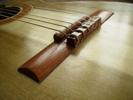 完成菊ギター第16号ブリッジ1