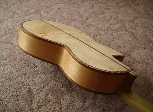 完成菊ギター第16号ボディー回転4