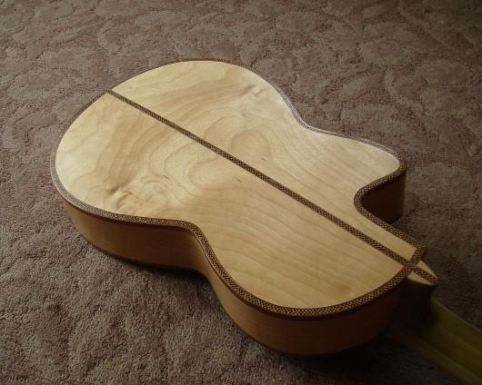 完成菊ギター第16号ボディー回転5