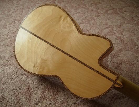 完成菊ギター第16号ボディー回転6
