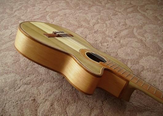 完成菊ギター第16号ボディー回転9
