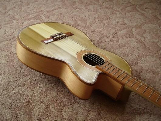 完成菊ギター第16号ボディー回転10