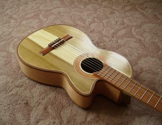 完成菊ギター第16号ボディー回転11
