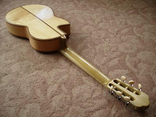 完成菊ギター第16号ボディーバックネックイメージ1