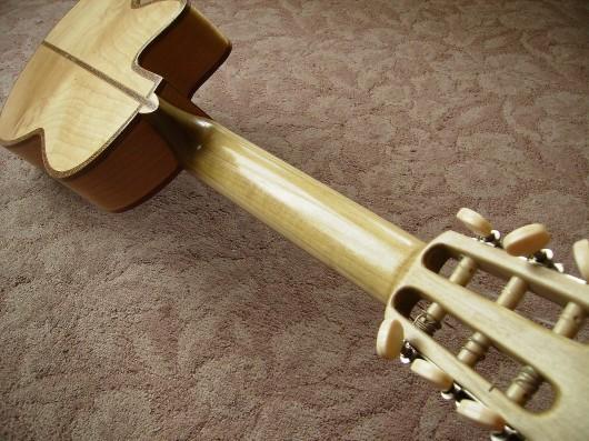 完成菊ギター第16号ボディーバックネックイメージ2