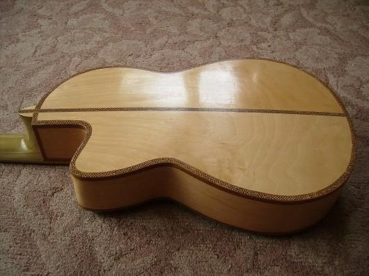 完成菊ギター第16号バック塗装テカリイメージ1