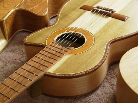 完成菊ギター第16号14号15号と表並び逆様
