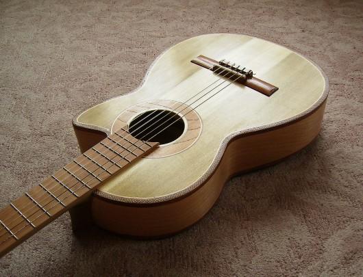 完成菊ギター第16号塗装テカリ斜表