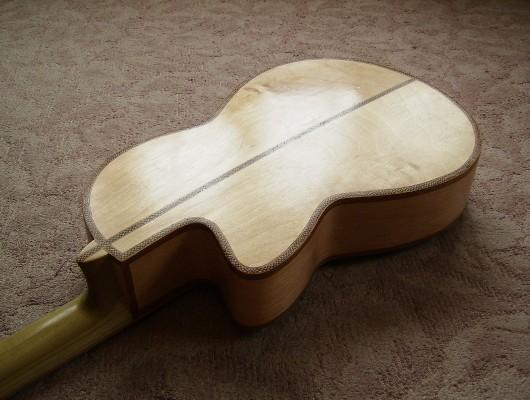 完成菊ギター第16号塗装テカリ斜表ウラ