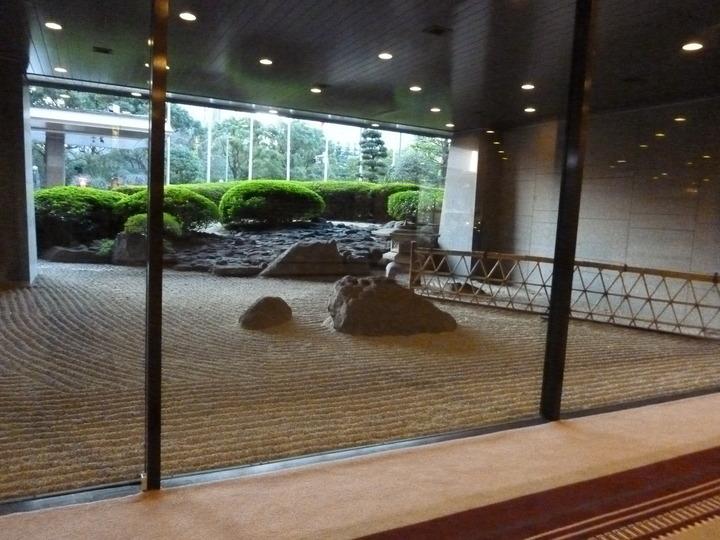 帝国ホテルの石庭
