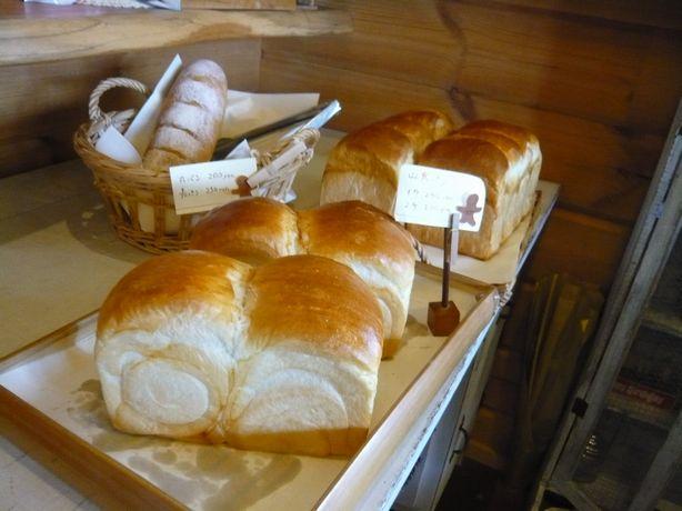恋花亭のパン