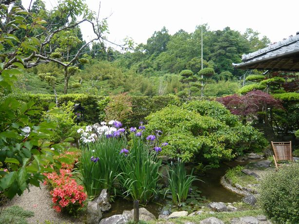 高屋温泉中庭