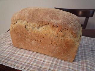そば粉と黒ゴマの食パン100308