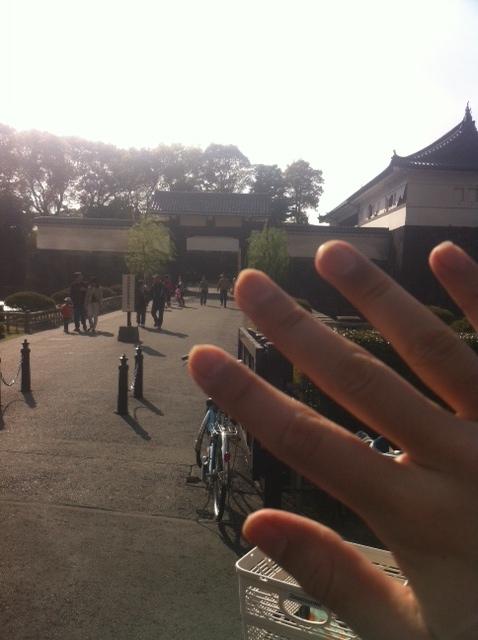 皇居と右手