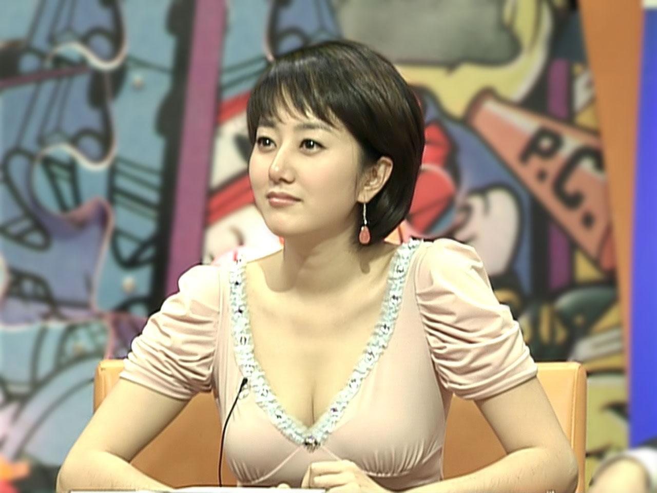 女子アナ おっぱい 韓国ニュースキャスター 女子アナ セクシー おっぱいの谷間 巨乳 キャプチャー 高画質 エロかわいい画像