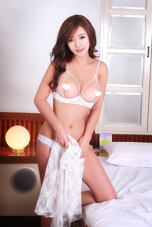 高画質エログラビア 韓国グラビアアイドル セクシー ランジェリー オープンブラ ニップレス おっぱいの谷間 カメラ目線 脇 パンティー 高