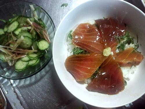 久々のヅケマグロ丼+きゅうりの酢の物