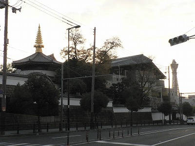 一心寺付近から通天閣方面をみます