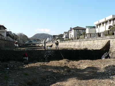 逆瀬川の清掃活動02