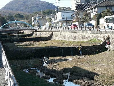逆瀬川の清掃活動01