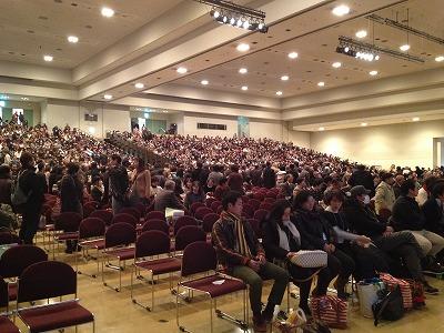 国際展示場一杯に3400名の参加者