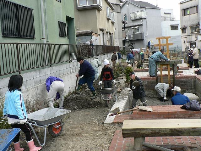 市民が協働して工事にあたりました