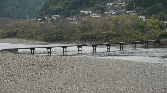 P1060254岩間の沈下橋120302
