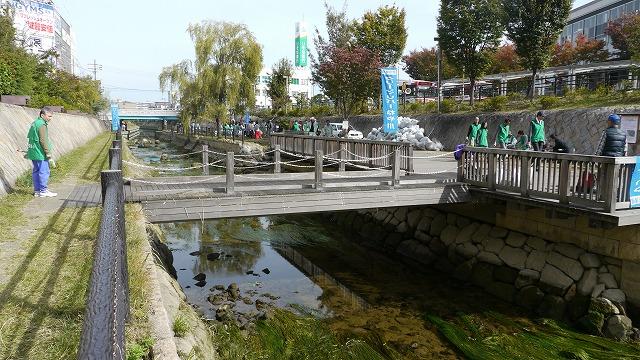 P1090077寝屋川市駅前沈下橋です