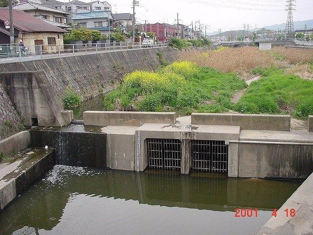 寝屋川③川勝町整備前2001年の写真