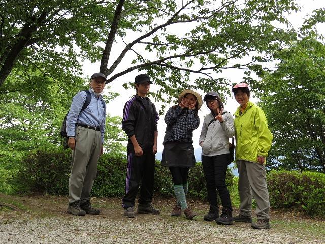 IMG_0551登山道途中で記念写真