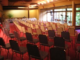 たくさんの椅子が!