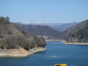 早春の奥矢作湖
