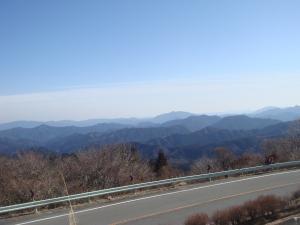 春霞の東三河の山並み